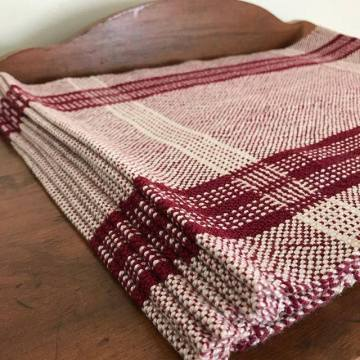 Log cabin placemats in garnet