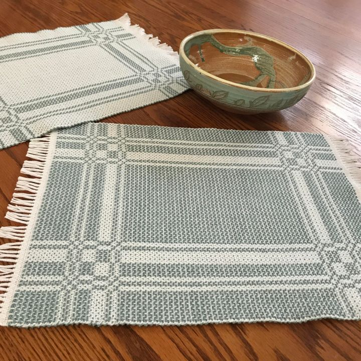 Summer and winter placemats in cactus green