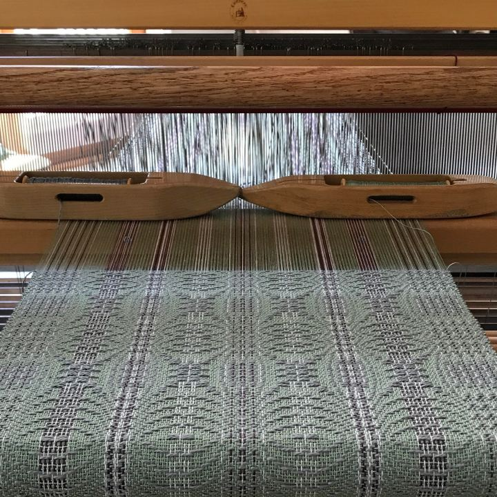 A new pattern for rigid heddle weavers; overshot inpolychrome